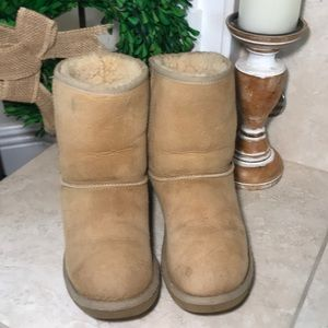 UGG Chestnut Classic Short Boots